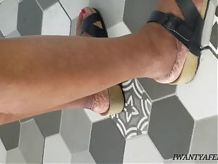 Candid mature ebony feet in the chicken spot