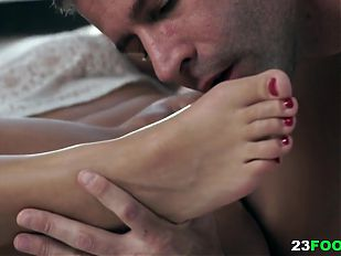 Ornella Morgan seduces her lover with her sexy feet