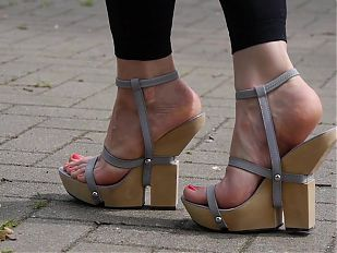 Feet 007 - Wooden Wedges