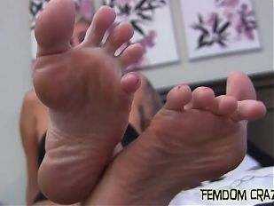 Worship my sexy feet like a good slave