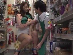 Marina Shiraishi huge boobs girl have sex outdoor