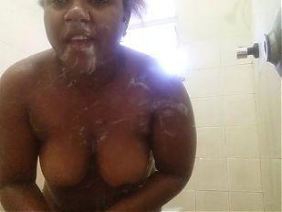 Gorda no banho 1