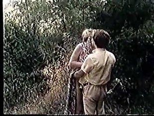 Moana Pozzi outdoor sex Valentina, ragazza in calore (1981)