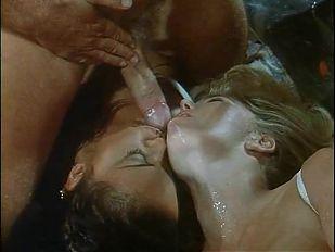 Moana Pozzi foursome in Doppio contatto anale (1995)